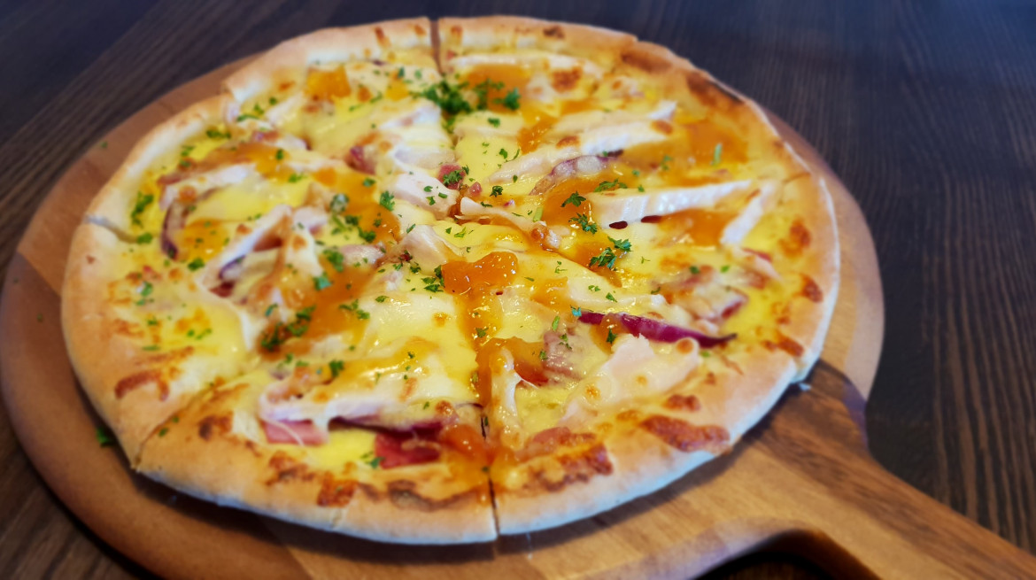 Apricot chicken pizza