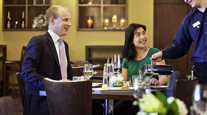 caucus dining