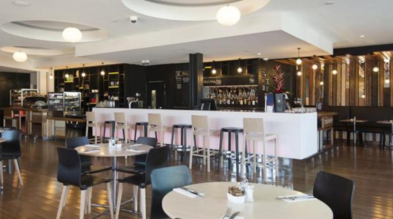 cafe 165 inside