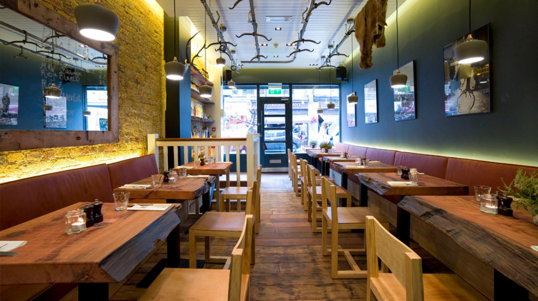 mac and wild restaurant inside