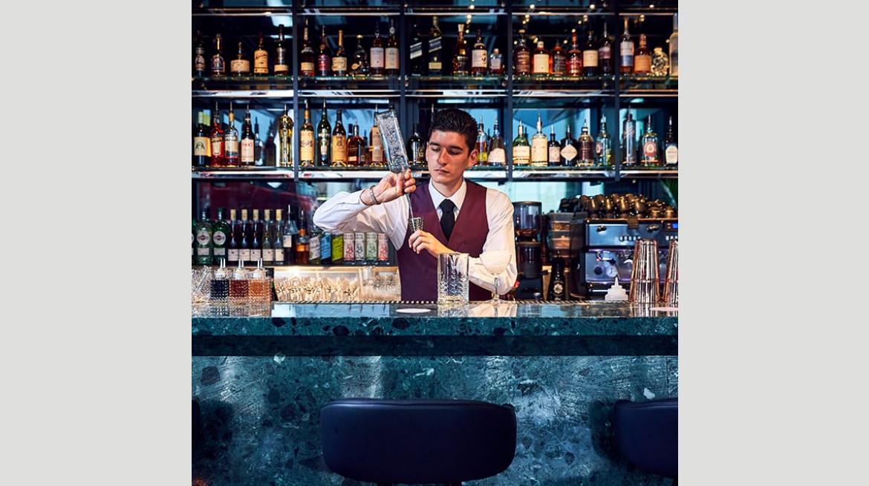 solander barman mixing 640x640