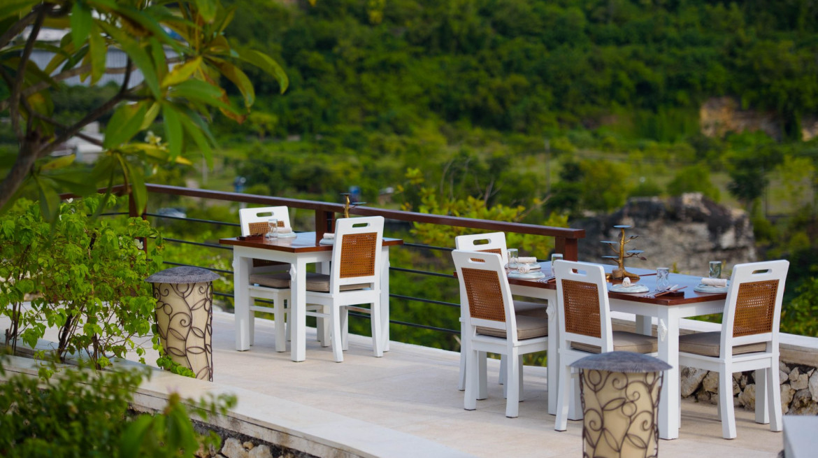 Outdoor seating low res 1920x1282
