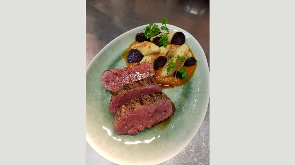 220g Char grilled Queensland Black Angus beef