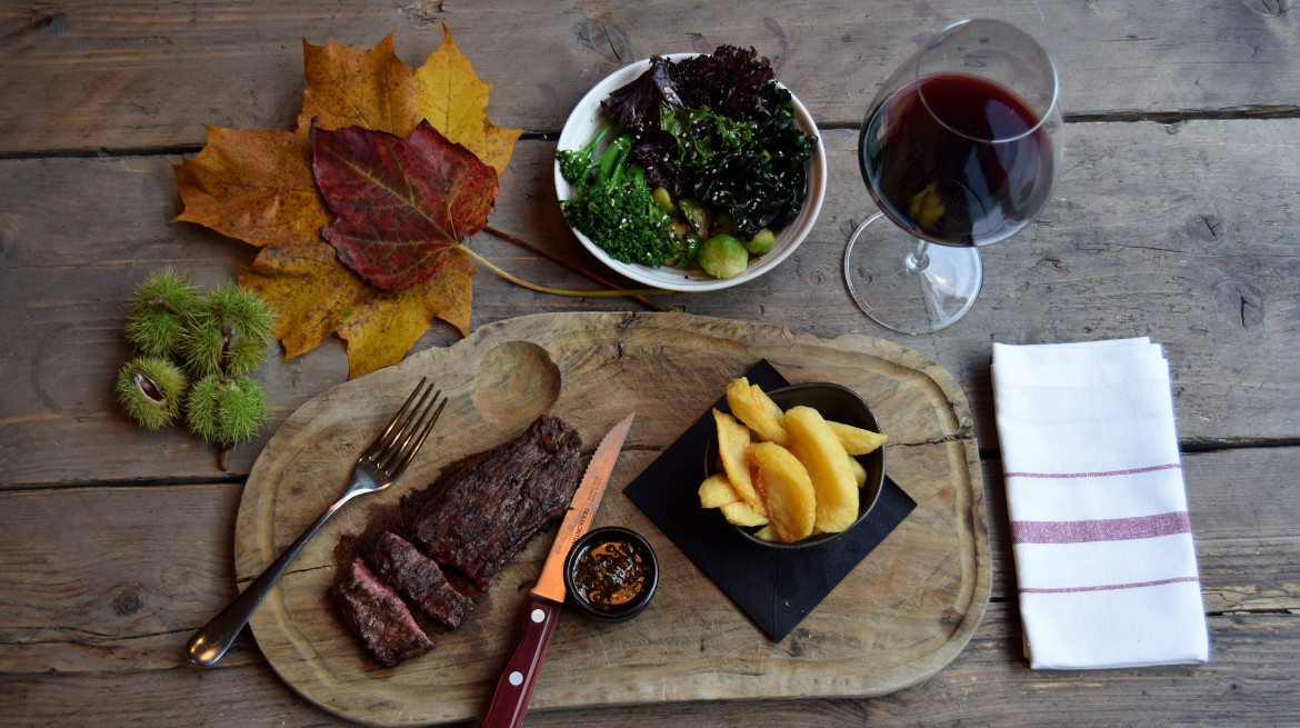 Bavette and Chips with Wine 2 Photo credit Simon Burrell optimised