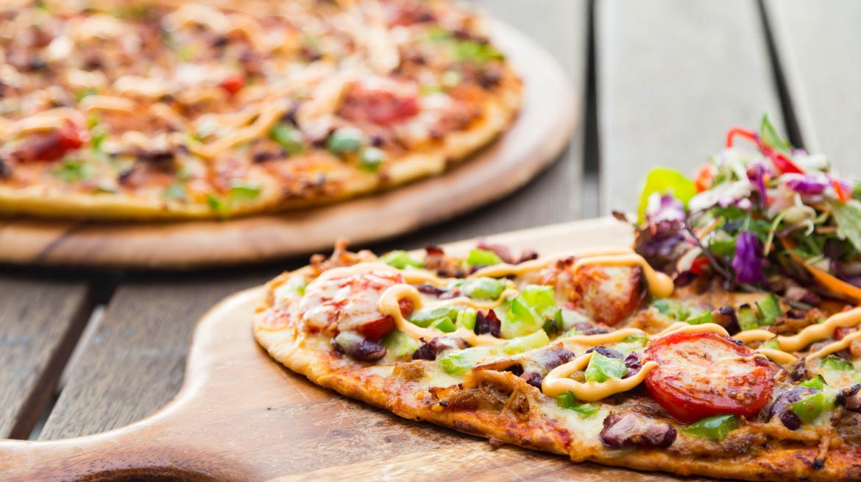Spectators Pizzas 1