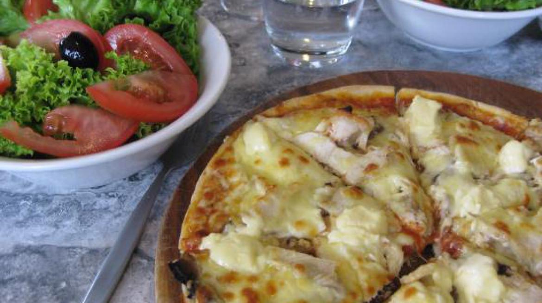 ruffino pizza salad