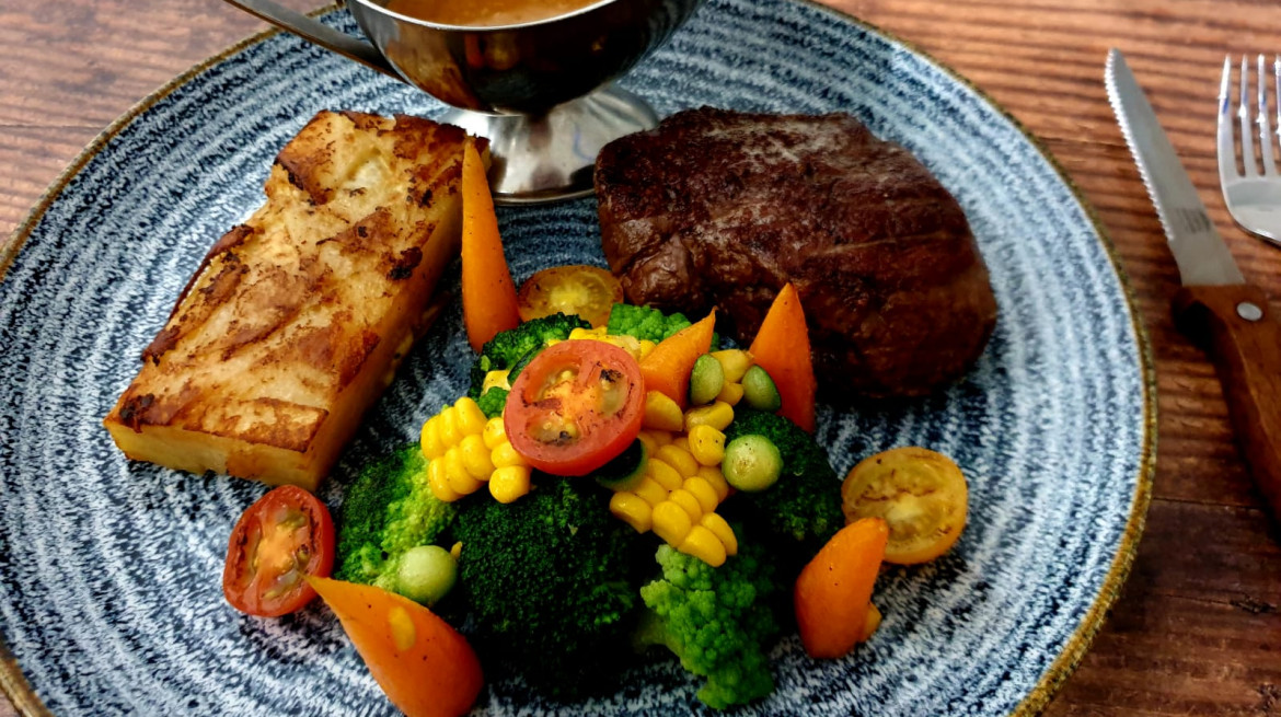 7oz Fillet steak with potatoe dauphinoise seasonal vegetables and cherry tomatoes with green peppercorn sauce