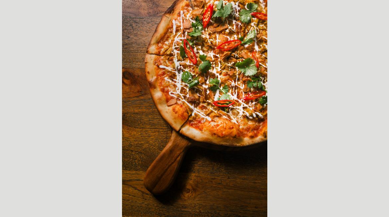 Ayam Betutu Pizza